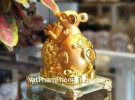 Chuột vàng ôm thơm vàng đế thủy tinh TM020