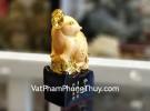 Chuột vàng dáng đứng trên đế gỗ TM025
