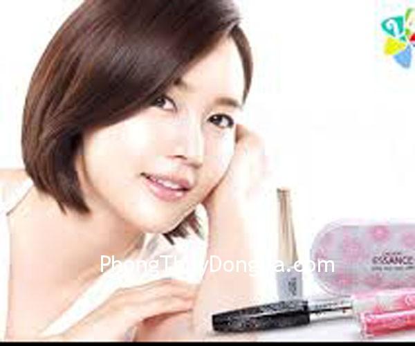 bea236e143dep1.jpg Dùng mỹ phẩm để tạo nét cân đối cho khuôn mặt