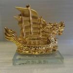 thuyen buom vang e334 1 150x150 Thuyền buồm rồng vàng E334