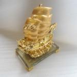 thuyen vang e216 1 150x150 Thuyền buồm đầu rồng vàng E216