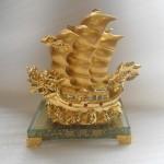 thuyen vang e216 2 150x150 Thuyền buồm đầu rồng vàng E216