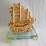 H453G Thuyen buom nho 2 150x150 Thuyền buồm vàng nhỏ H453G