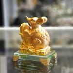 tm030 chuot vang bap vang 1 150x150 Chuột vàng ôm bắp vàng trên đế thuỷ tinh TM030